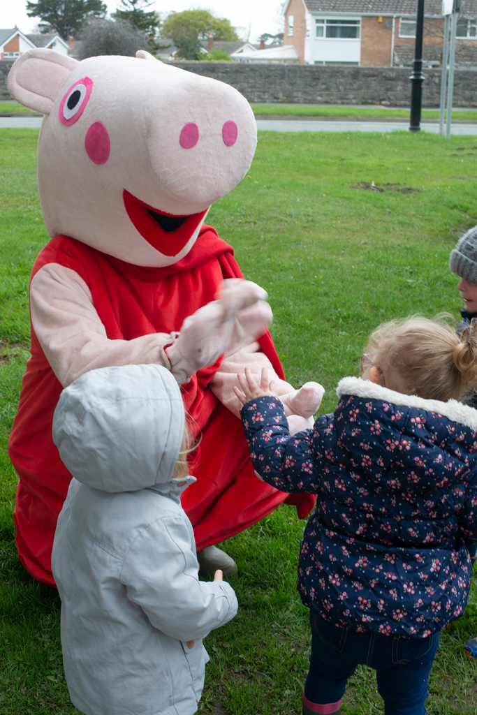 A high Five with Peppa Pig